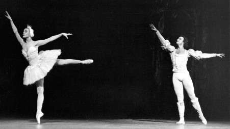 Vincent Warren and Manon Laurin dance in Swan Lake