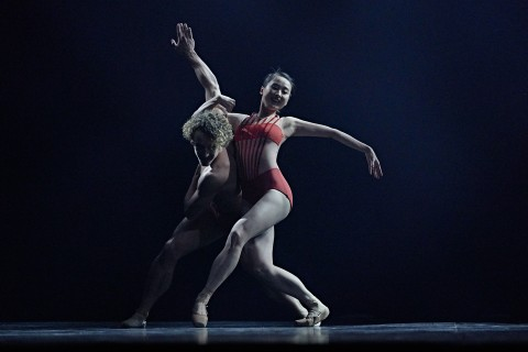 Les Grands Ballets' Emily He & Celestin Boutin in Peter Quanz's Blushing