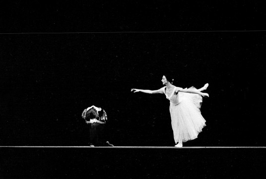 Archives photo of former Les Grands Ballets dancers in Giselle