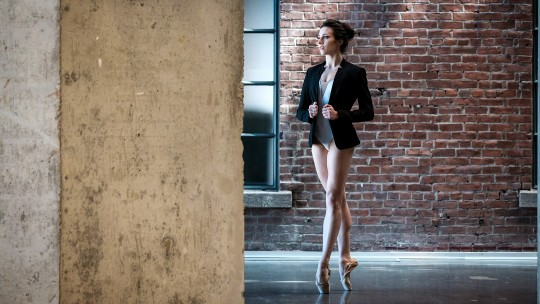 Grands Ballets dancer Anya Nesvitaylo in a photoshoot at Édifice Wilder Espace danse