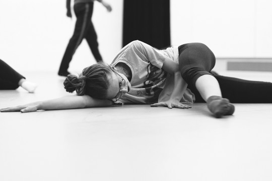 Dancer in a dance class offered at Les STUDIOS