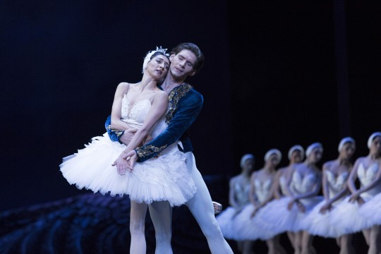Dancers and corps de ballet in Swan Lake