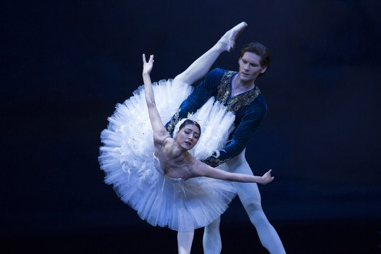 Dancers Vladimir Yaroshenko and Chinara Alizade in Swan Lake