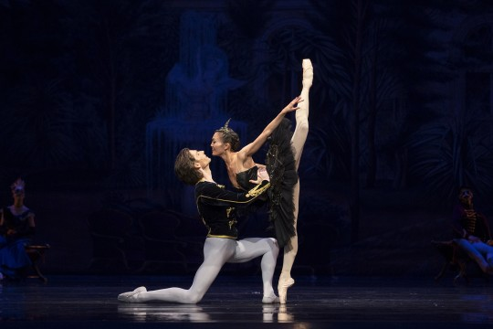 Dancers Vladimir Yaroshenko and Yuka Ebihara onstage in Swan Lake